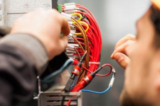 Elettricista civile e industriale e per assistenza impianti Pubblica Illuminazione